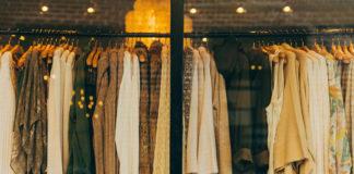 Gdzie kupować ubrania damskie – online, czy stacjonarnie?