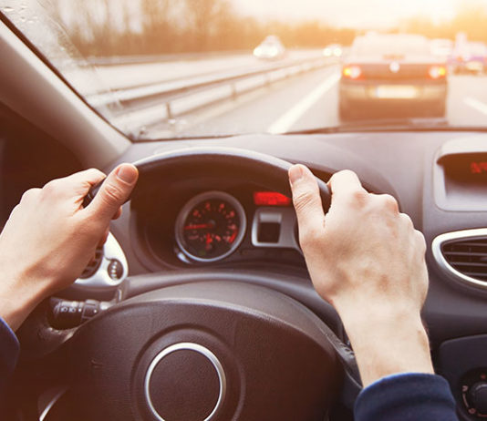 Co oznacza kontrolka silnika (check engine)?