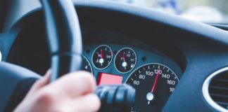 Jak pozbyć się uciążliwych drgań kierownicy?